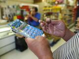 Un hombre del Valle Central gana casi un millón de dólares en un 'raspadito' de la lotería