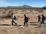Inmigrantes con historial delictivo reingresan al país por la frontera de Arizona luego de ser deportados varias veces