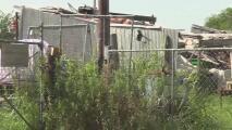 Hallan el cuerpo calcinado de una mujer al este de condado de Travis