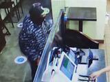 """""""Entró con una pistola apuntándome"""": dueños de negocios alarmados por ola de robos en Lynwood"""
