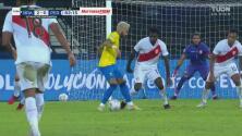 ¡Ruleta, caño y aplausos! Neymar bailó a los defensas de Perú