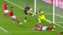 ¡No sube al marcador! Lewandowski había anotado, pero con el brazo