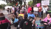 Manifestantes rechazan la propuesta de salud para veteranos presentada por Ted Cruz