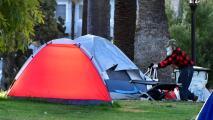 Este viernes cierran temporalmente el Parque MacArthur, ¿qué pasará con los desamparados que viven en la zona?