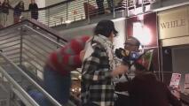 Se registra en video una agresión a un estudiante que protestaba contra Trump en la Universidad Estatal de Ohio