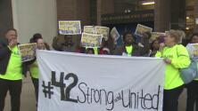 Con protestas, padres de familia se oponen al posible cierre de escuelas en Nueva York
