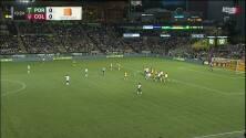 Jeremy Ebobisse quema las redes, pero por milimétrica posición adelantada el gol es anulado