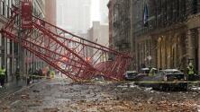 Al menos un muerto y varios heridos graves al caer una grúa en Nueva York