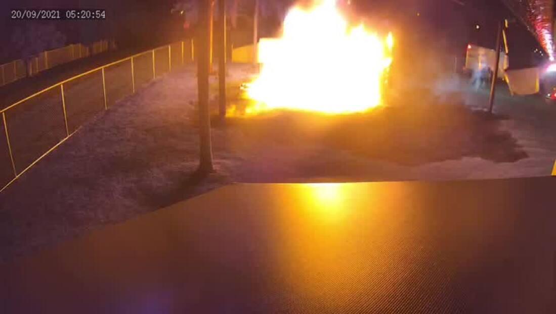 Buscan al sospechoso de incendiar el parque de un preescolar en Homestead