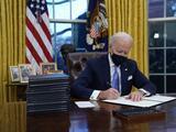 El uso obligatorio de mascarilla en edificios federales, una de las primeras medidas de Biden