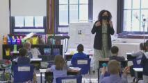 """""""No queremos morir"""": asociaciones de maestros exigen uso de mascarillas en escuelas de Texas"""