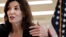 """Kathy Hochul """"desconecta"""" el tren eléctrico  de 2,100 millones de dólares de Cuomo. Busca otras alternativas"""