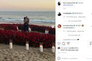La noticia la dieron a conocer a través de sus cuentas de Instagram, en donde la mayor de las Kardashians colgó fotos de la velada romántica en la que le dio el 'sí' al músico de Blink 182.  <br>