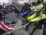 La Policía del Capitolio anuncia medidas disciplinarias contra seis de sus agentes por el asalto del 6 de enero
