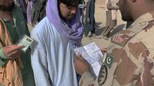 El drama de escapar de Afganistán por tierra: fronteras complicadas y hostiles