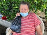 No pudo pagar la renta durante la pandemia: mujer de 81 años y su hijo enfermo son desalojados y ahora duermen en las calles