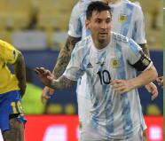 Messi celebra en el Maracaná y Neymar sale muy golpeado