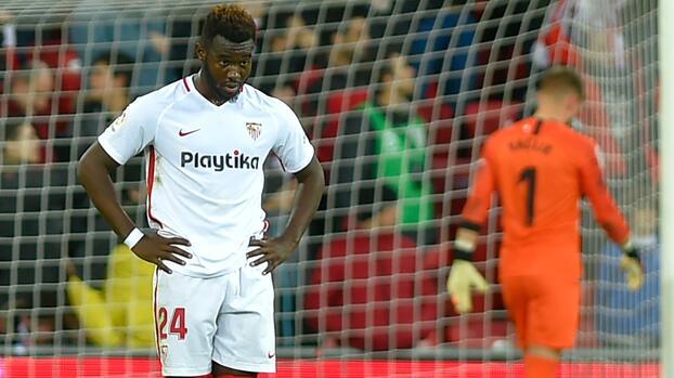 Sevilla corre al defensa Joris Gnagnon por su sobrepeso