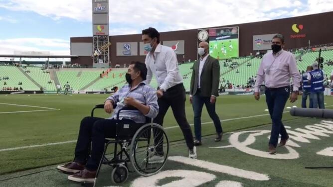El 'Maestro' Galindo reaparece en La Comarca en silla de ruedas