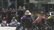 Protestas en West Hollywood durante el Labor Day en apoyo a empleados de la compañía Kaiser Permanente