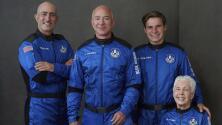 En un minuto: Jeff Bezos viaja al espacio junto a su hermano en una nave de su compañía Blue Origin