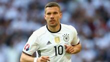 Podolski puede ir a Boca Juniors o con Adebayor a Olimpia