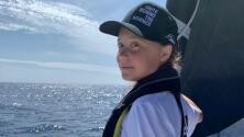 Tiene 16 años y viaja de Europa a EEUU en velero para no contaminar: la travesía de Greta Thunberg