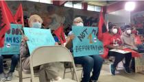 Con protestas, activistas proinmigrantes reciben a Greg Abbott y Donald Trump en la frontera