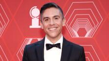 """""""Es posible lograr esto"""": Matthew López, primer latino en ganar el premio Tony por mejor obra teatral"""