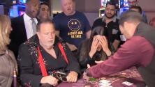 Raúl, disfrazado de Elvis, 'pierde' todo el dinero de la universidad de Mia por estar apostando en Las Vegas