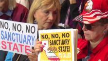 Apoyan en San Diego demanda que presentó el gobierno Trump contra California por política santuario