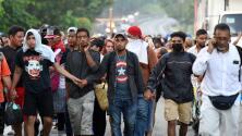 Gobernador de Texas moviliza a la Guardia Nacional para impedir el paso de una nueva caravana de migrantes