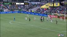 Colombiano Dairon Asprilla aprovecha un 'pase' del poste y marca el primero para Portland