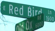Autoridades buscan a sospechosos de asesinar a un anciano en el suroeste de Dallas