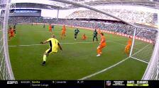¡Marea verde! Tim Parker la saca en la línea y le niega el gol a Cecilio Domínguez