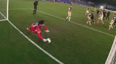 ¡Atajada impresionante! Memo Ochoa evita el gol del LAFC 'a ciegas'