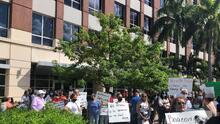 """""""No tenemos quien nos ayude"""": trabajadores sociales denuncian que el Medicaid y los seguros no les paga"""