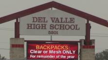 Estudiantes deberán portar mochilas transparentes o de malla en la preparatoria Del Valle a fin de evitar incidentes violentos