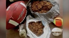 Hallan pelota de fútbol americano llena de drogas frente a cárcel de Carolina del Norte