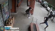 Violencia en Nueva York: cámara capta el momento en que le disparan en una pierna a un adolescente a plena luz del día