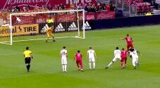 Alejandro Pozuelo cobra un penalti a lo 'Panenka' y anota el segundo