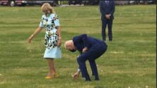 El tierno momento en que Biden se detiene para recoger flores camino al helicóptero