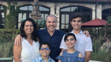 """""""Él no se siente bien aquí"""": familia de niño transgénero se va de Texas por aumento de iniciativas anti LGBTQ"""