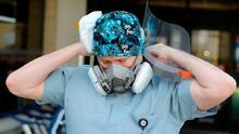 """Cansado de respuestas como """"prefiero morir antes que vacunarme"""", médico se desahoga en Facebook"""