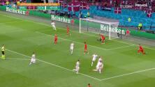 ¡GOL!  anota para Dinamarca. Kasper Dolberg