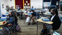 """DeSantis """"está muy firme en lo que es su filosofía"""": vicegobernadora sobre uso de mascarillas en escuelas"""