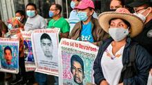 """""""El dolor sigue latente"""": realizan marcha en el séptimo aniversario de la desaparición de los 43 normalistas en Ayotzinapa"""