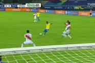 ¡La primera de Brasil! Fred mete derechazo desviado