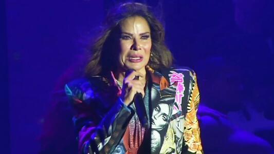 Gloria Trevi se presenta sin miedo en concierto y rompe en llanto
