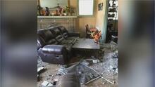 Con su casa destruida por el choque de un auto y sin seguro inmobiliario: el drama de una mujer en Dallas